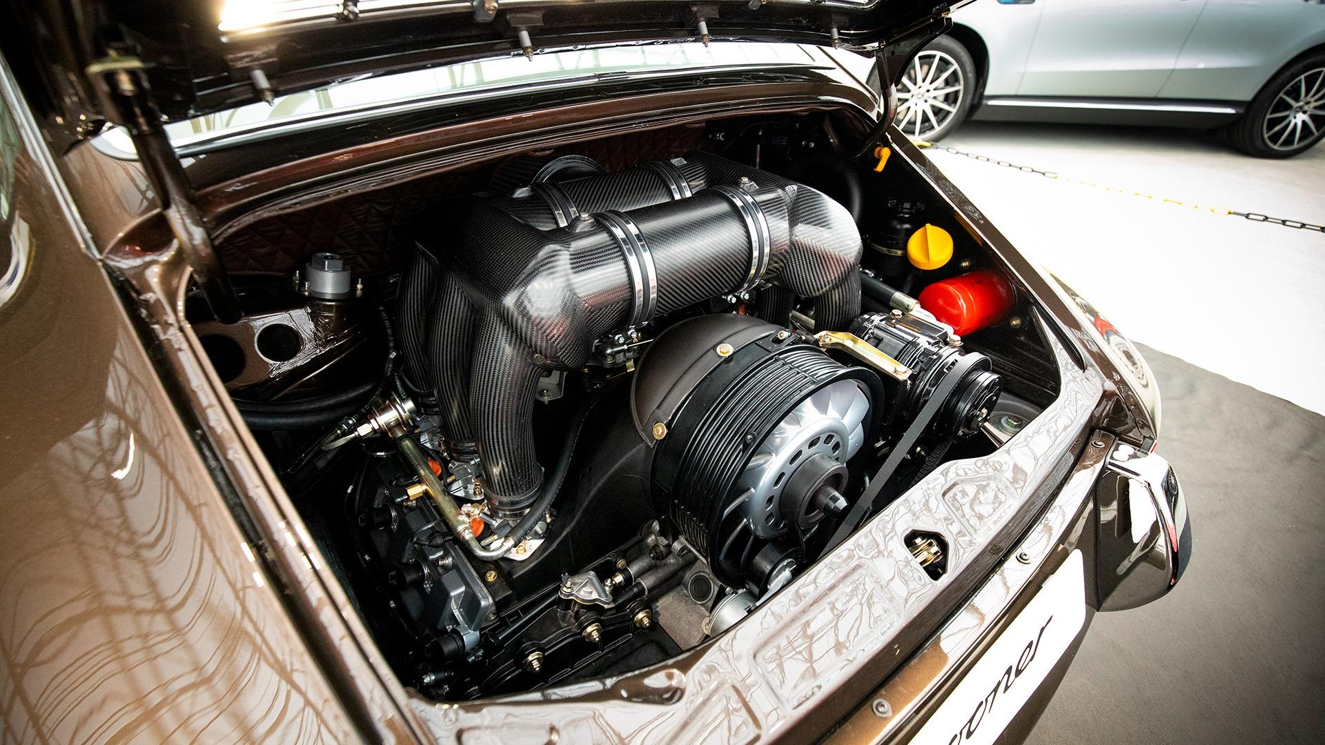 Sooner 11 er bygget på en 1992 Porsche 911 964. Bilen har blitt demontert i molekyler, for så å bli bygget opp igjen i en moderne stil.
