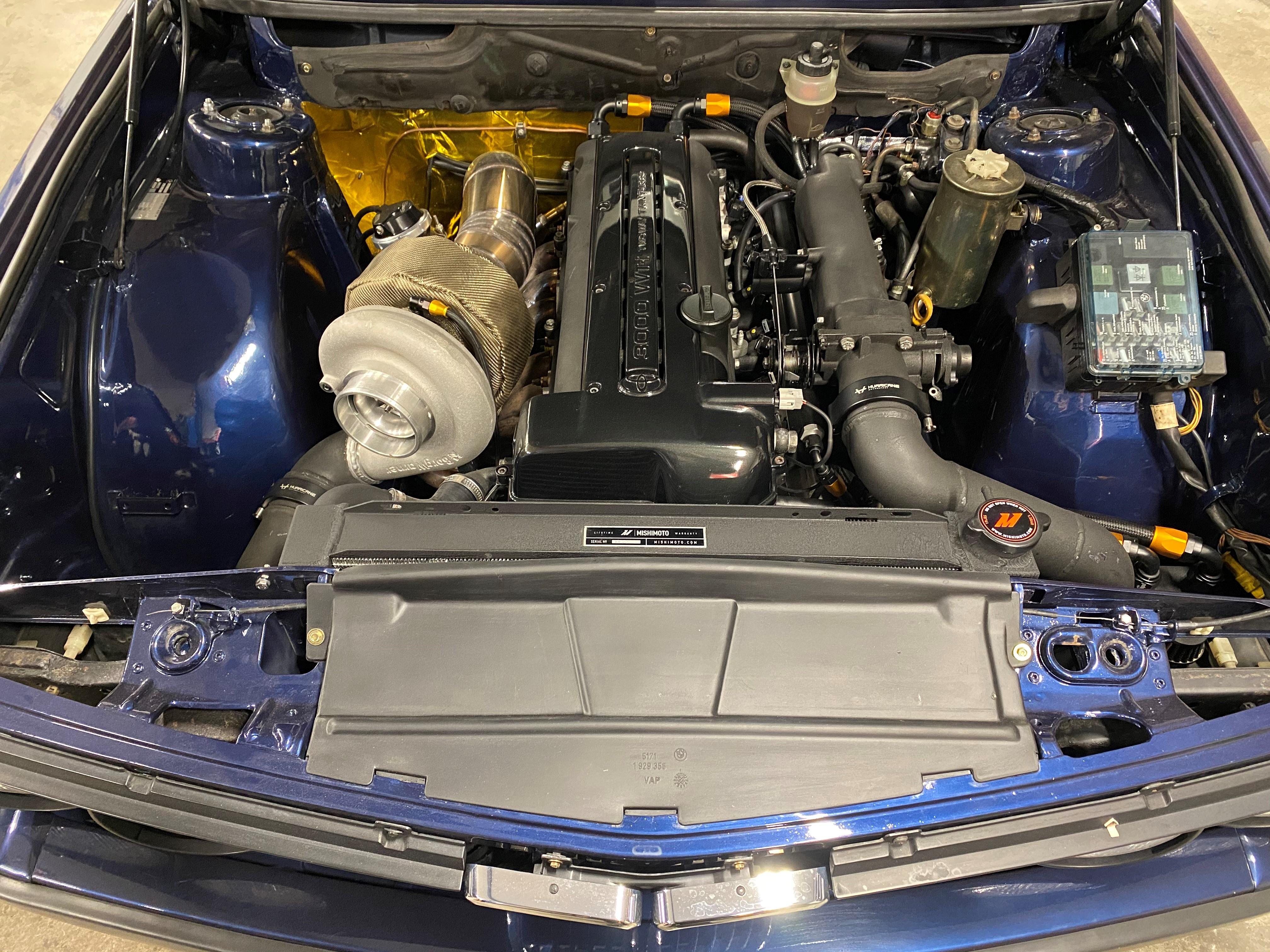 Toyota Supra-motor i BMW E28 ser absolutt ikke feil ut
