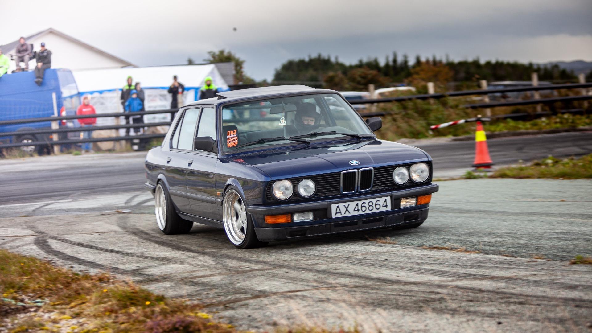 Ukas bil – 1986 BMW E28 2JZ