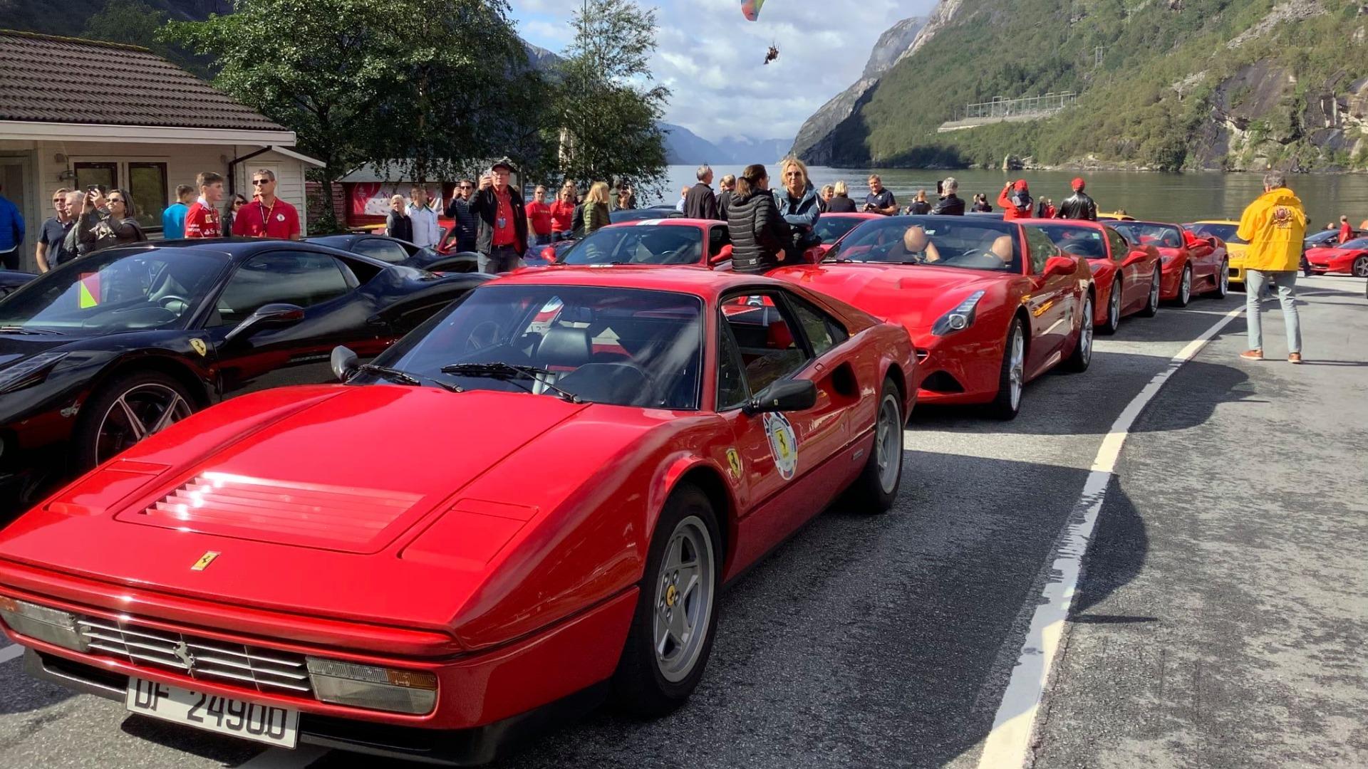 Runes Ferrari i front på en av mange vestlandsturer.