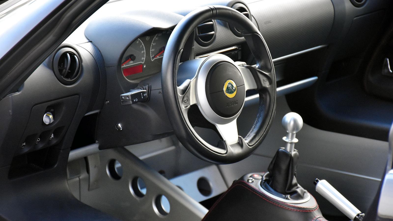 Lotus Exige er kjent for sin relativt spartanske cockpit