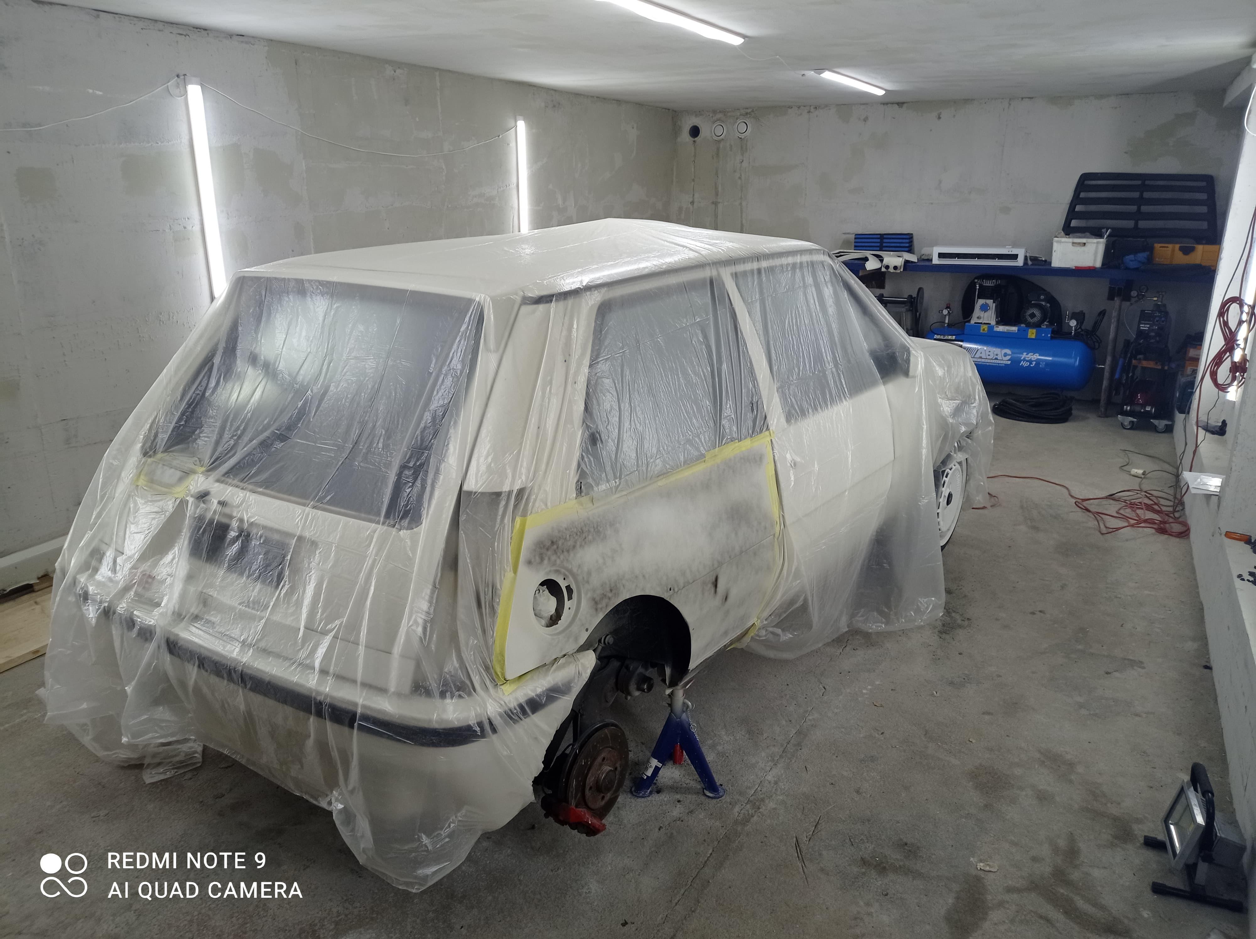 Domas sin Renault under ny lakkering.