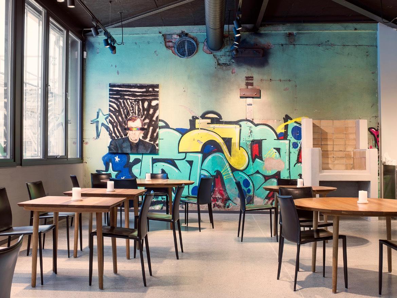 Credo Restaurant har bevart den gamle graffitien i lokalet.
