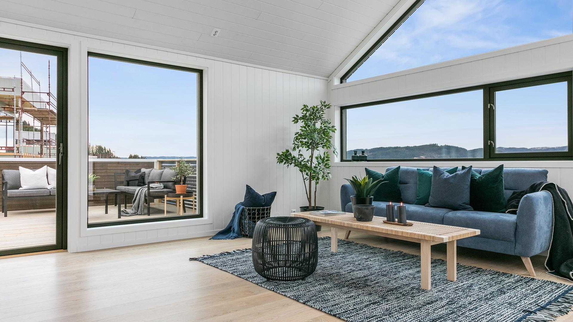 Den enkle adkomsten til verandaen utvider stua på godværsdager
