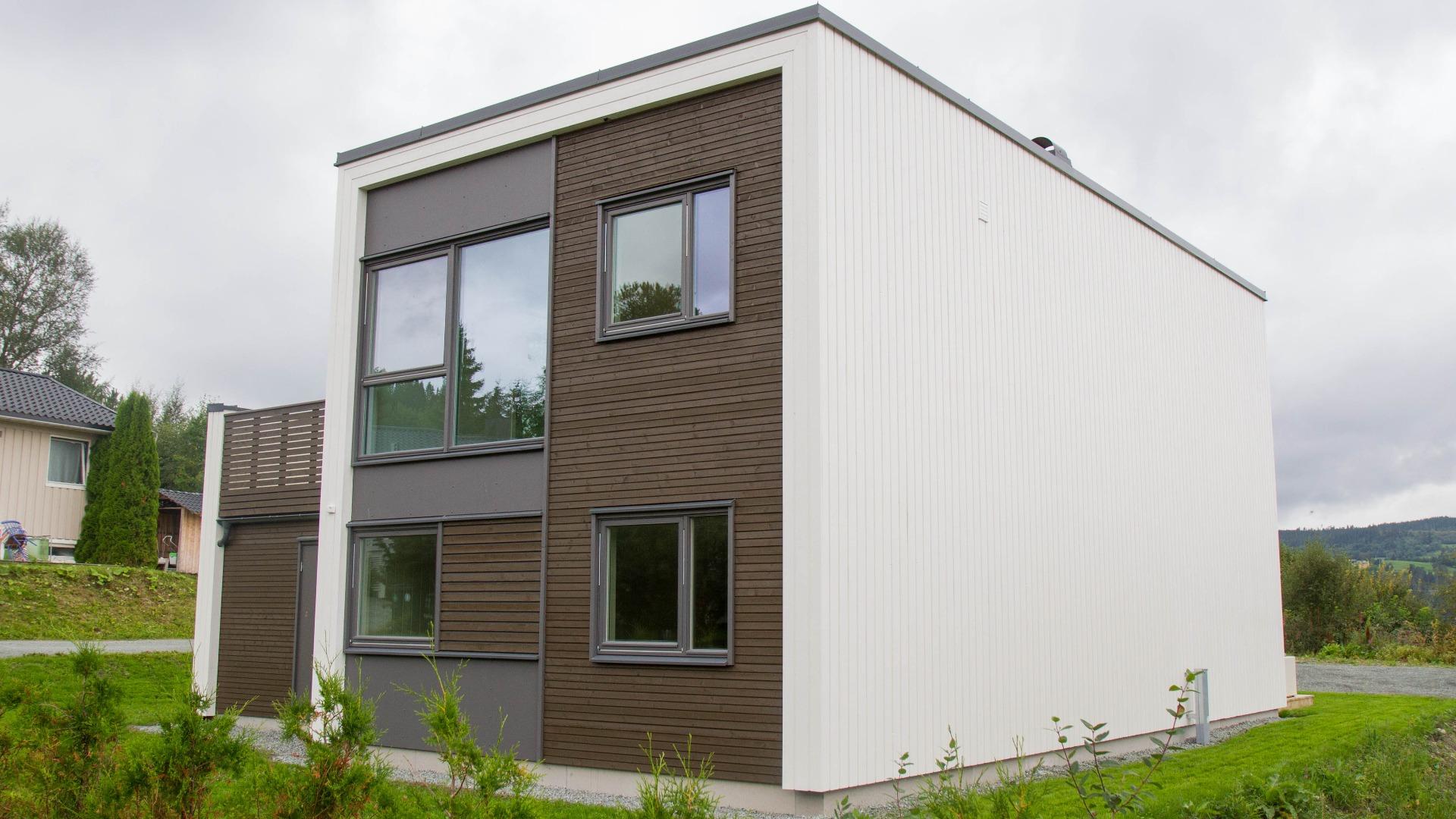 Plasseres boligene i kjede vil dette være fasaden mot verandaen til naboen