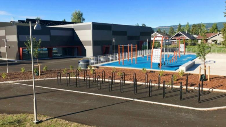 I Moelvhallen er det både idrettshall og svømmehall