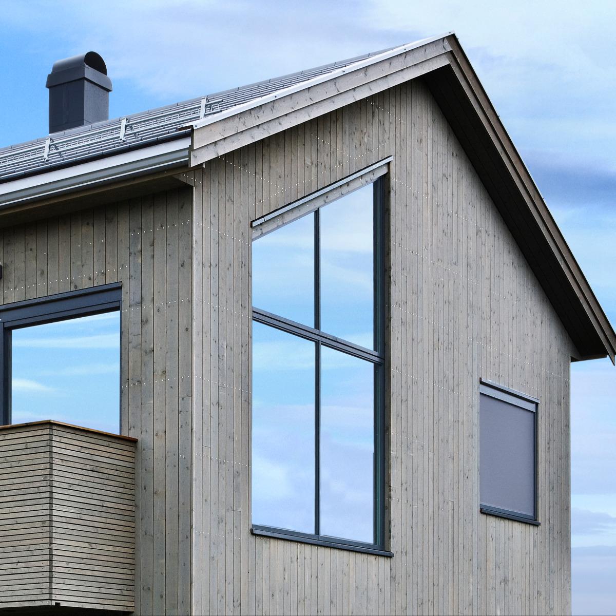 I Ås har vi bygget en Kneppen med kledning fra Superwood. De har utviklet en miljøvennlig treimpregnering som beskytter treet helt inn til kjernen, og gjør kledningen helt vedlikeholdsfri
