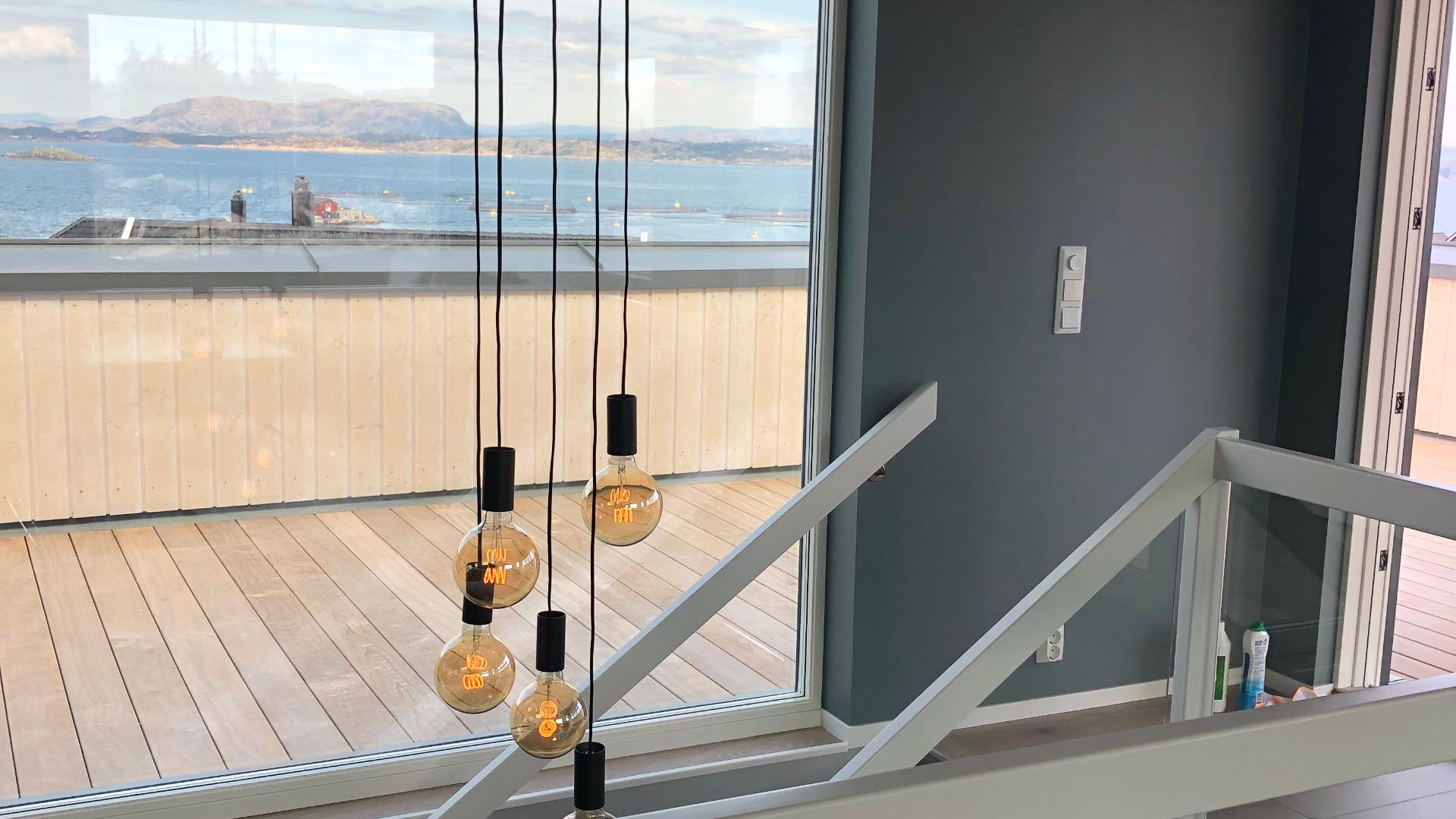 Stor terrasse for å nyte utsikten