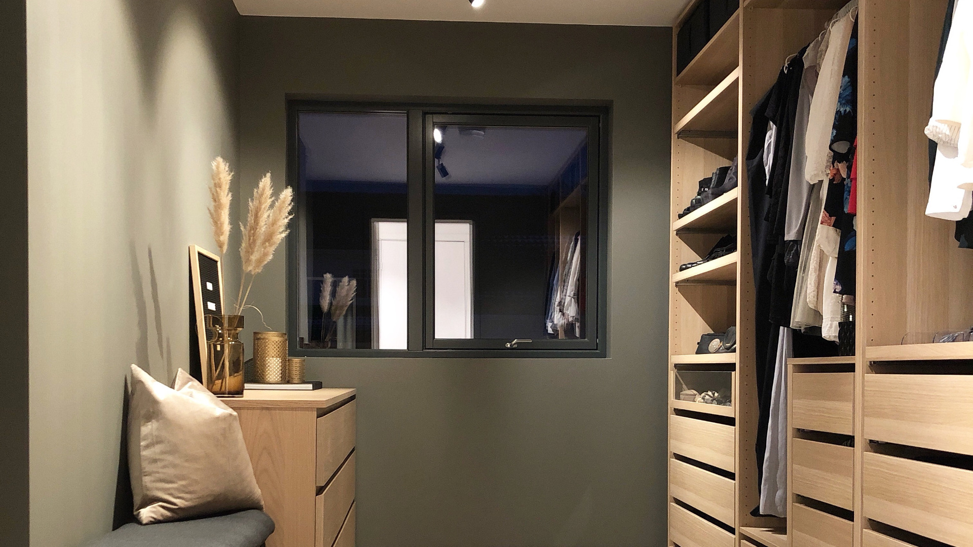 Walk-in-closet. Foto: @i.rdecor