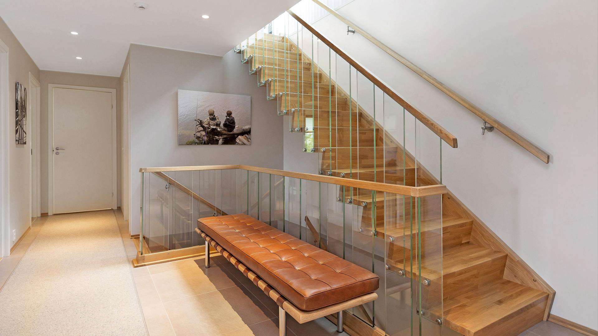 Rett-trapp imellom etasjene.