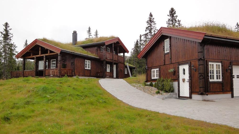 Her er det bygd anneks med garasje i samme stil