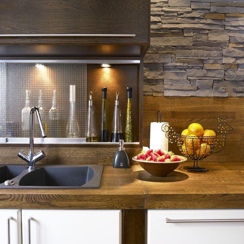 Moderne kjøkken i ei tradisjonell hytte