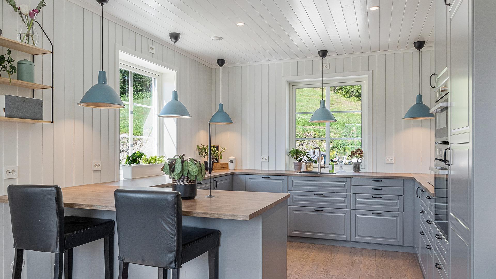 Ida og Andreas valgte å kjøpe og montere kjøkkenet selv. Egeninnsats er selvfølgelig en mulig løsning.