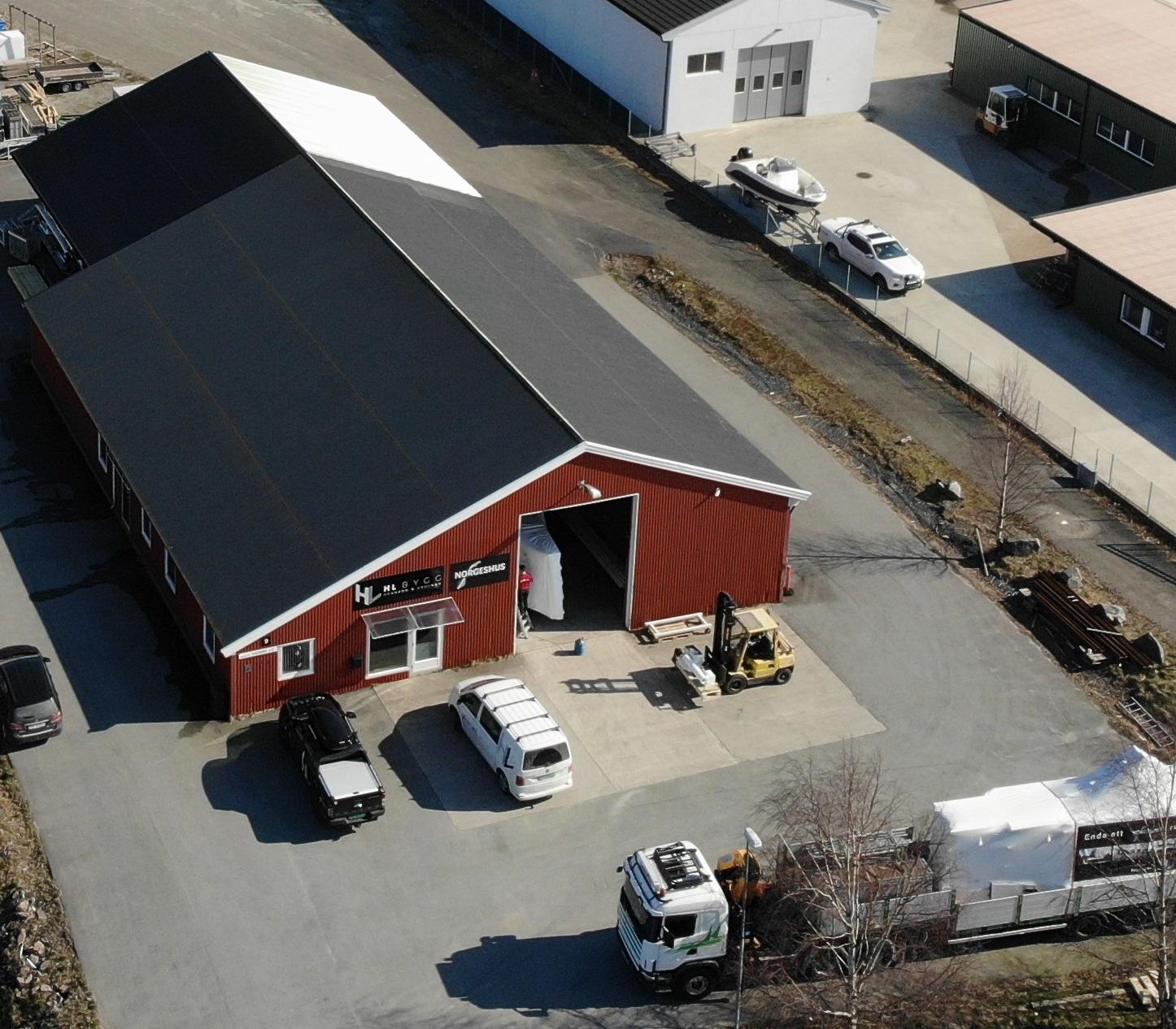Kontor og produksjonshall er samlokalisert i Grimstad