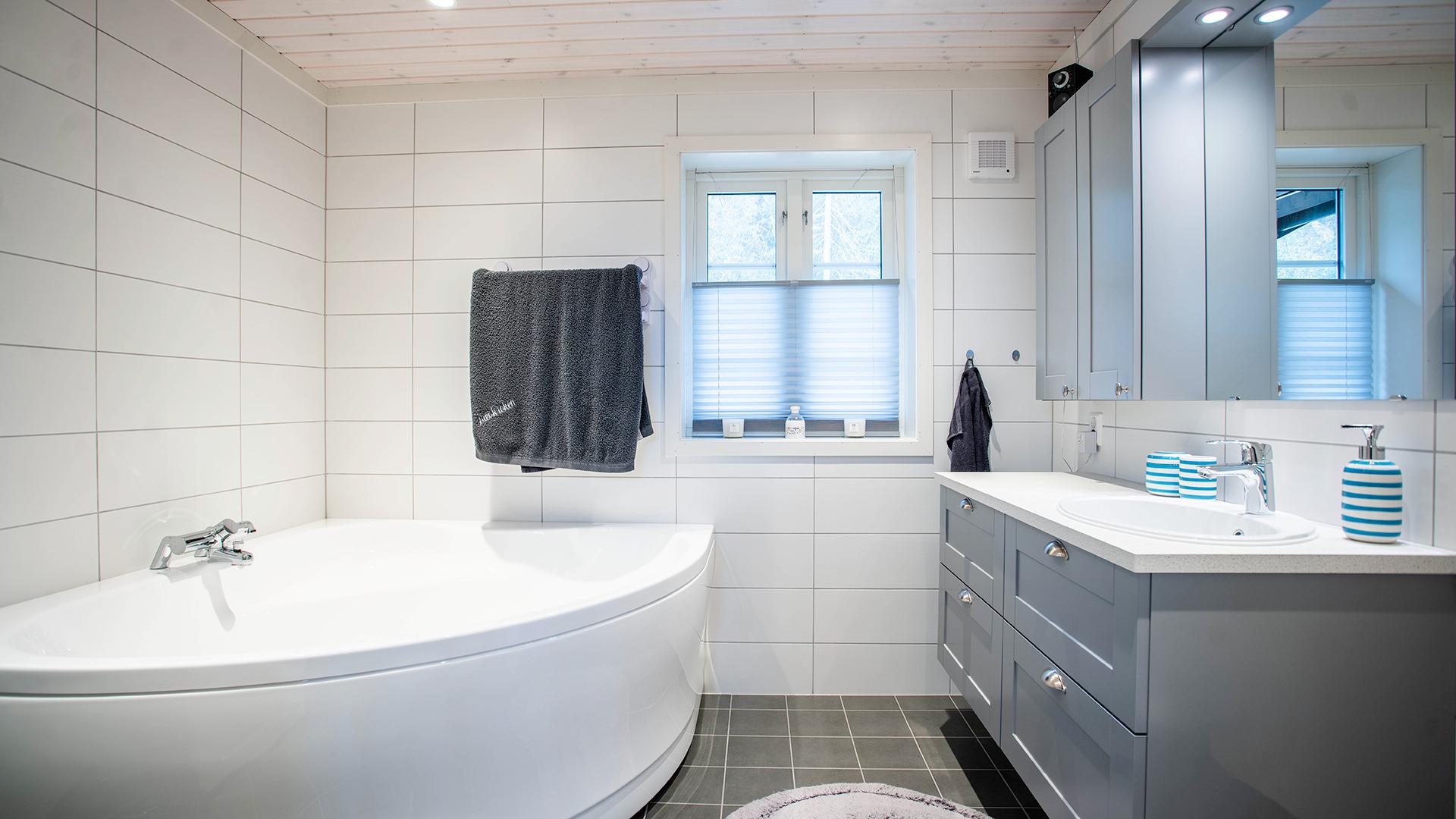 Stort bad med badekar