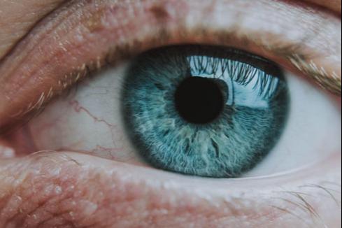 Ulemper med briller: 6 ting du kan kjenne deg igjen i | Brillefri.no